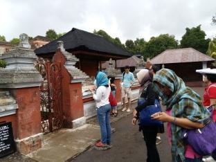 Ritual lempar Coin - Taman Narmada - Lombok