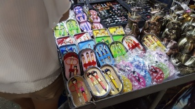 belanja souvenir di Ladies's market