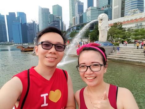 jogging couple at marina bay