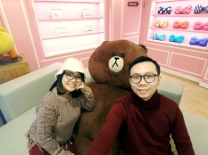 yuditika mengunjungi LINE FRIENDS STORE & CAFE