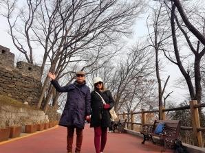 Pemandangan jalan menuju Seoul Tower