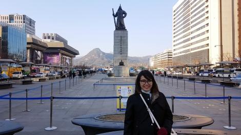 Foto di depan Patung Laksamana Yi Sun Sin, Gwanghwamun Square